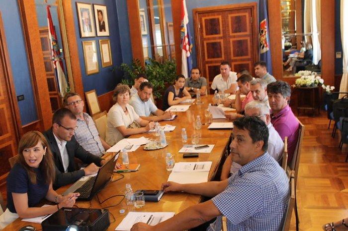 U veliko urbano područje Grada Zadra ulazi 13 općina i Grad Nin