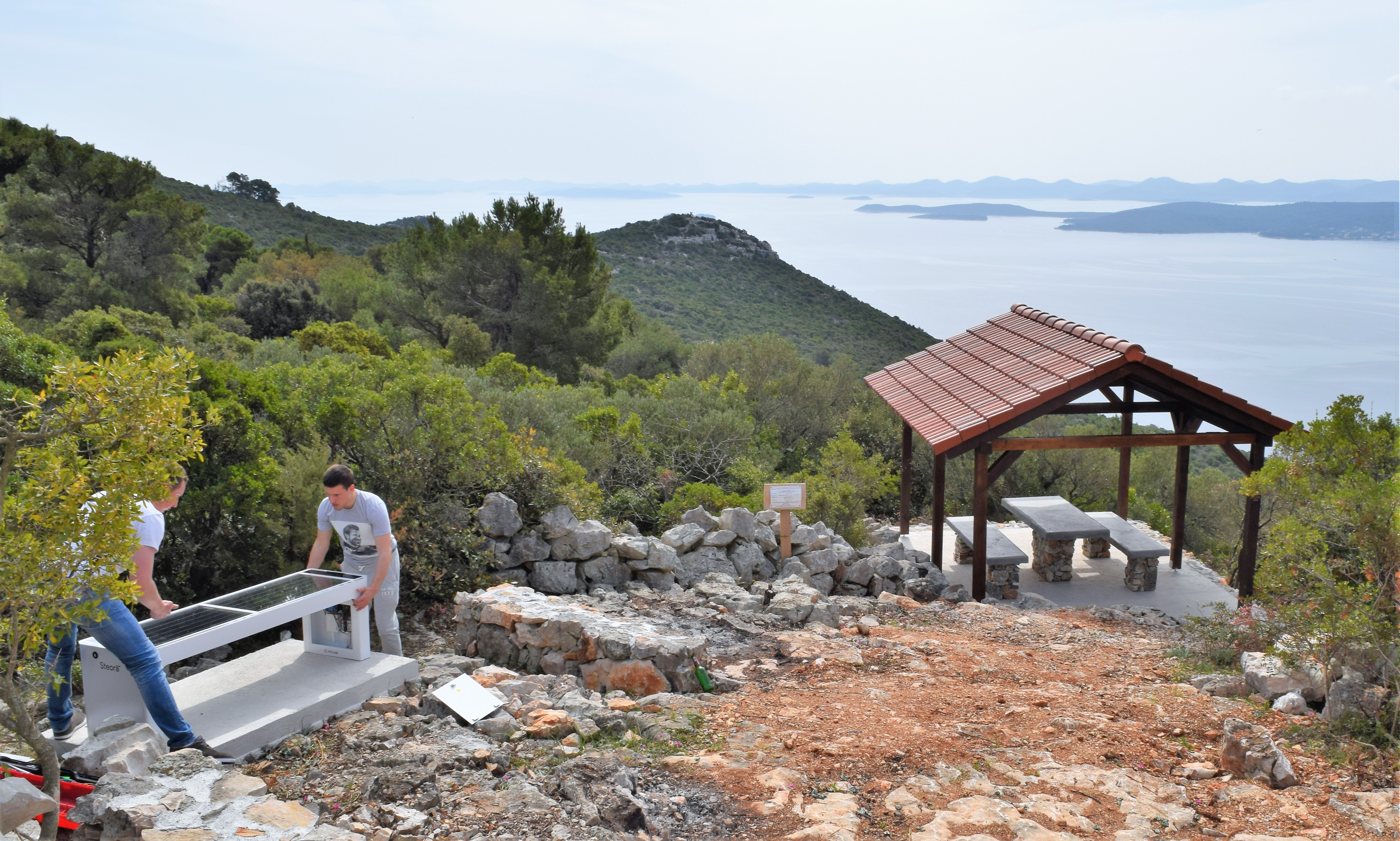 Avantura otok: Postavljene pametne klupe