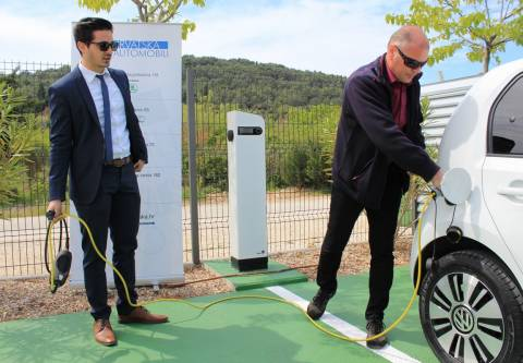 Ugljan dobio prvu besplatnu punionicu za električna vozila