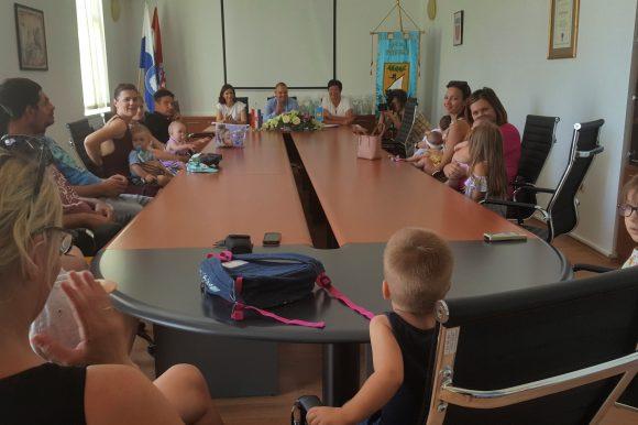 Potpisivanje ugovora o dodjeli naknade za novorođenu djecu za 2018. godinu