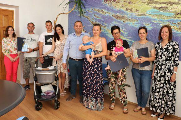 Novčane nakande za devetero novorođene djece na području Općine Preko
