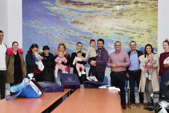 Porodiljne naknade za roditelje 24-vero novorođenih beba u Općini Preko